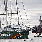 Greenpeace in actie: 'Shell, clean up your mess!'