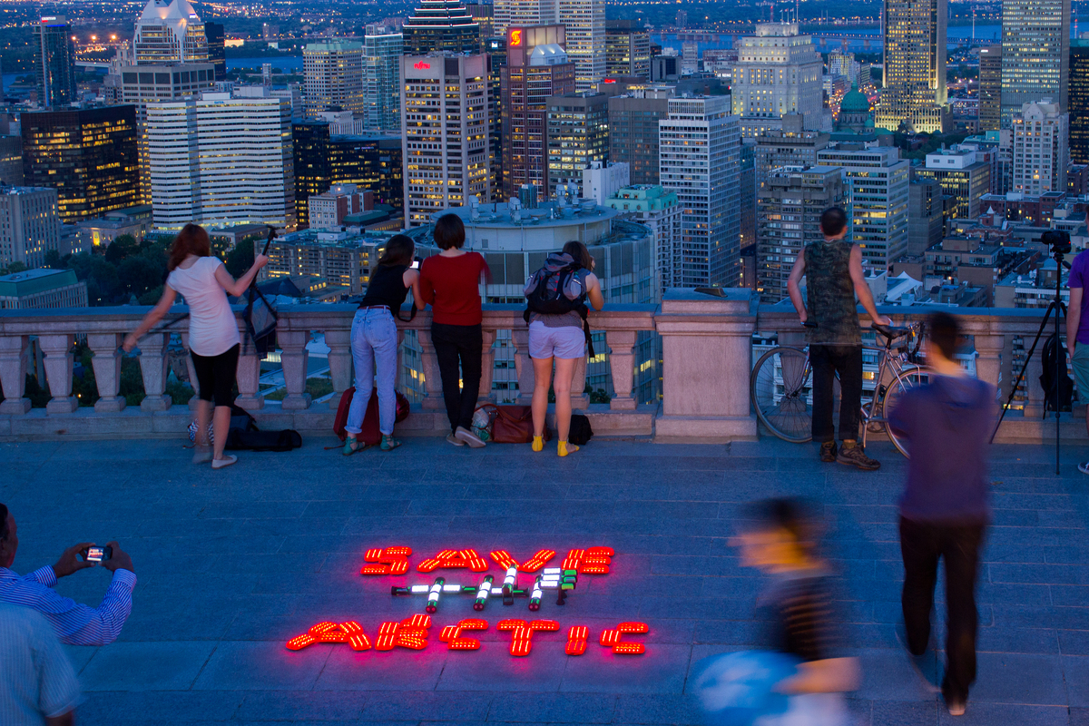 'Mountains and Rooftops' Arctic Sanctuary Action in Montreal. © Jessica Lambert / Greenpeace