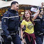 Greenpeace: Hoopvolle dag met honderden mensen die van vervuiler Schiphol klimaatactie eisen