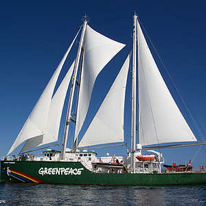 Rainbow Warrior sailing to NZ to make oil history