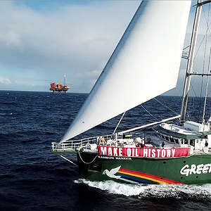 Rainbow Warrior confronts Taranaki oil rigs