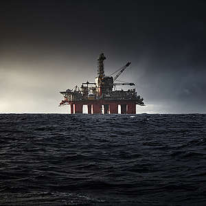 Activists documenting the oil drilling operations of the Austrian OMV in the Arctic Ocean near Bear Island in winter are protesting this irresponsible venture with banners.