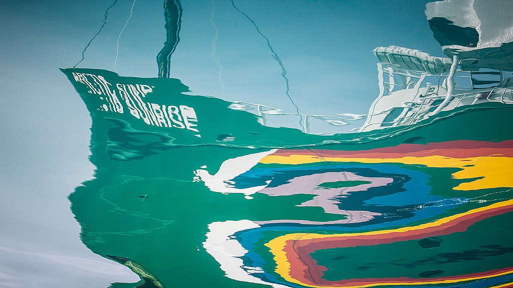 Greenpeace ship Zoom background  © Will Rose / Greenpeace