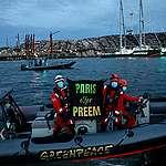 Lysekil: Greenpeace stopper norskeid oljetankskip og ber Löfven velge Paris, ikke Preem
