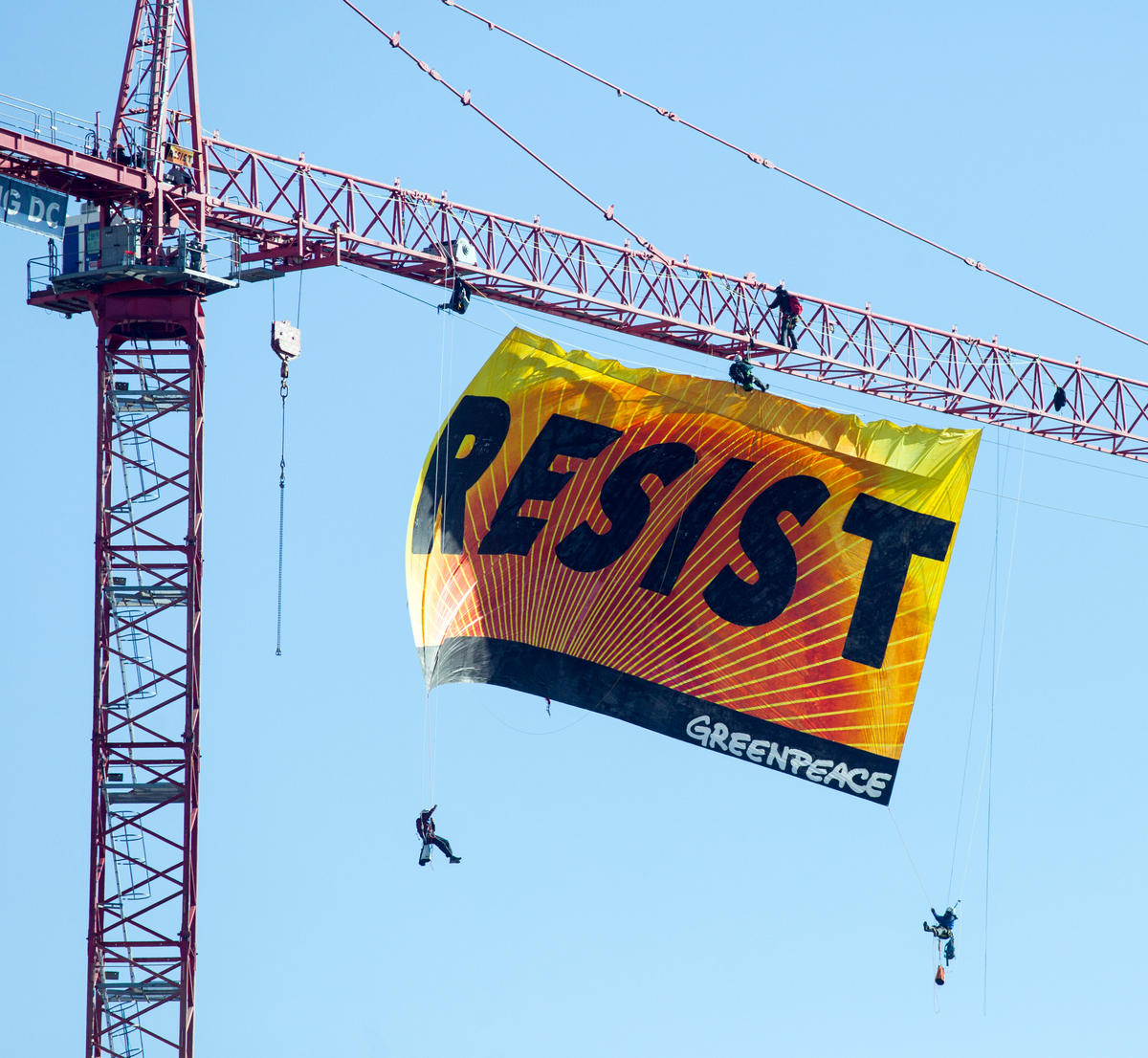 Resist Banner Hangs Message For Trump White House. © Kate Davison / Greenpeace