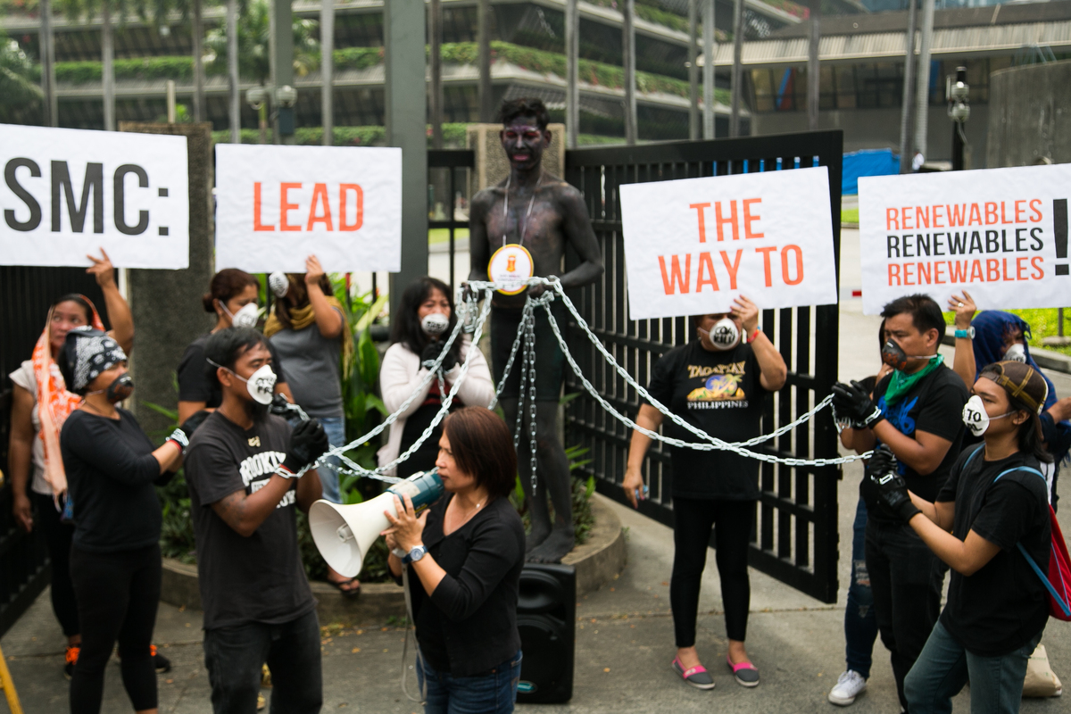 Activists in Manila Launch Global 'Break Free' Protests against Fossil Fuels. © Grace Duran-Cabus / Greenpeace