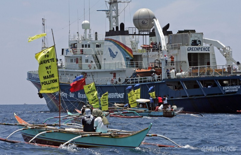 Flotilla of local boats accompanies Greenpeace ship Esperanza on protest against pollution caused by Layayette Gold Mine on Rapu Rapu Island, Philippines.