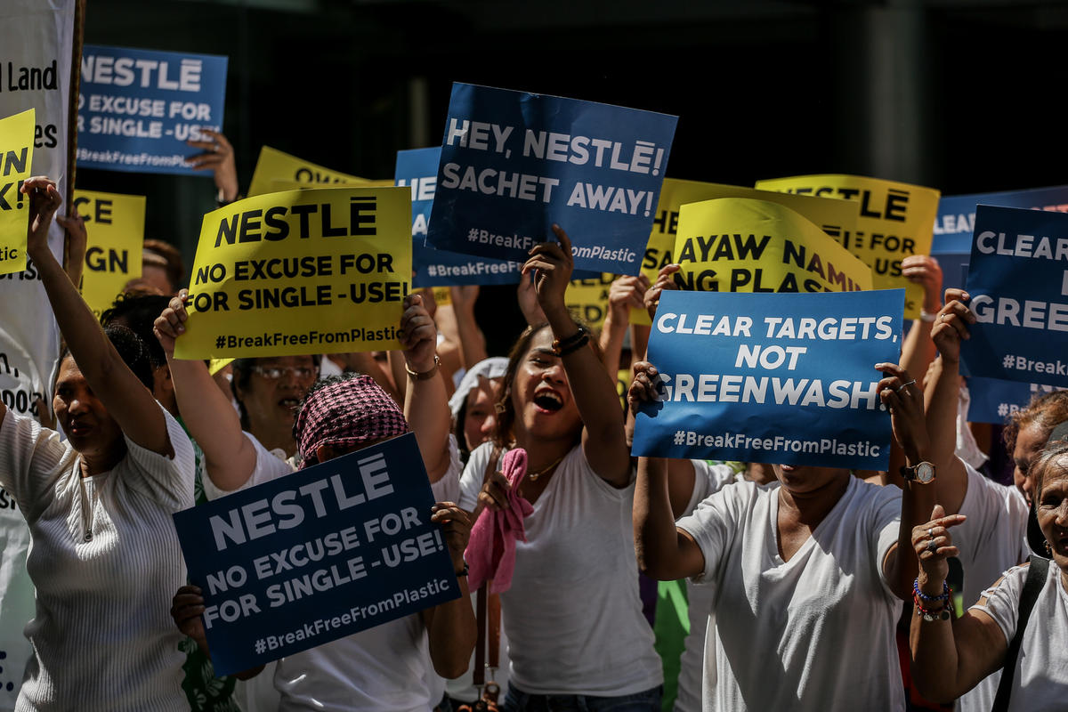Activists March at Nestle HQ in the Philippines. © Basilio H. Sepe / Greenpeace