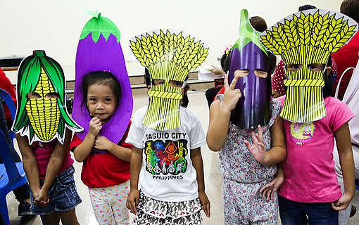 Children in vegetable costumes. © Greenpeace / Grace Duran-Cabus