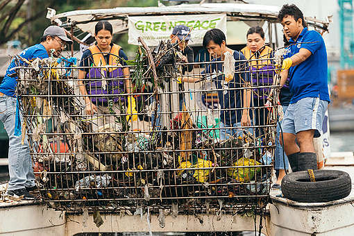 Plastic Audit on Pasig River Following Super Typhoon Manghkut. © Greenpeace / Jilson Tiu