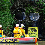 Toxic Discharge Pipes on Marikina River. © Veejay Villafranca / Greenpeace