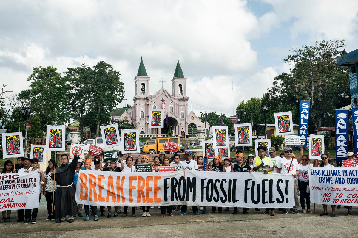 Cebu Communities Join the Global Break Free Protests against Fossil Fuels - Day 2. © Francesco Pistilli / Greenpeace