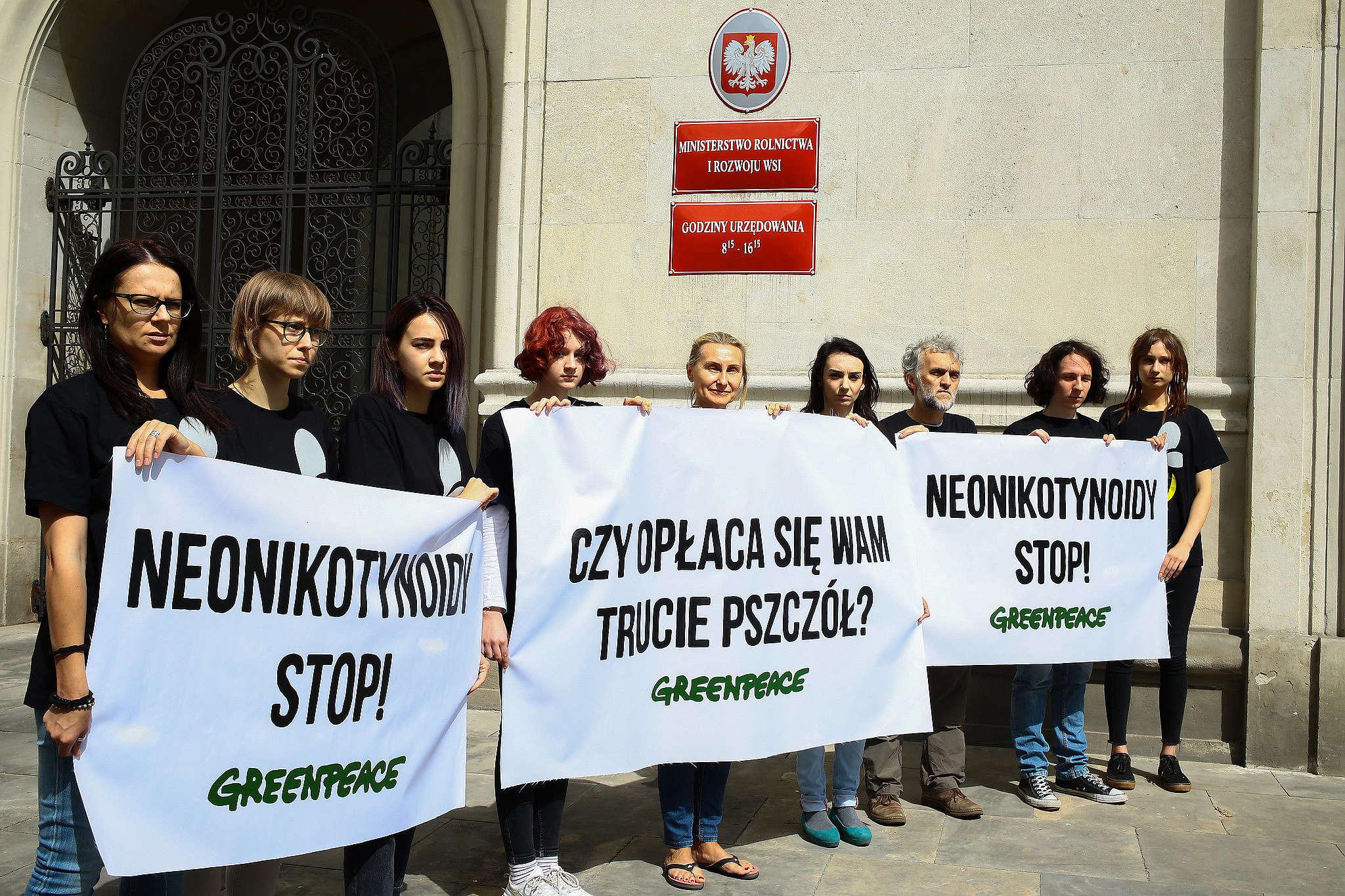 Protest w obronie pszczół pod Ministerstwem Środowiska