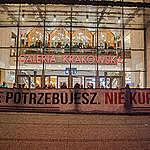 """""""Nie potrzebujesz. Nie kupuj"""". Protest antykonsumpcyjny przed Galerią Krakowską"""