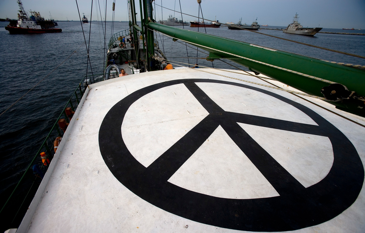 The Rainbow Warrior. © Greenpeace / Paul Hilton