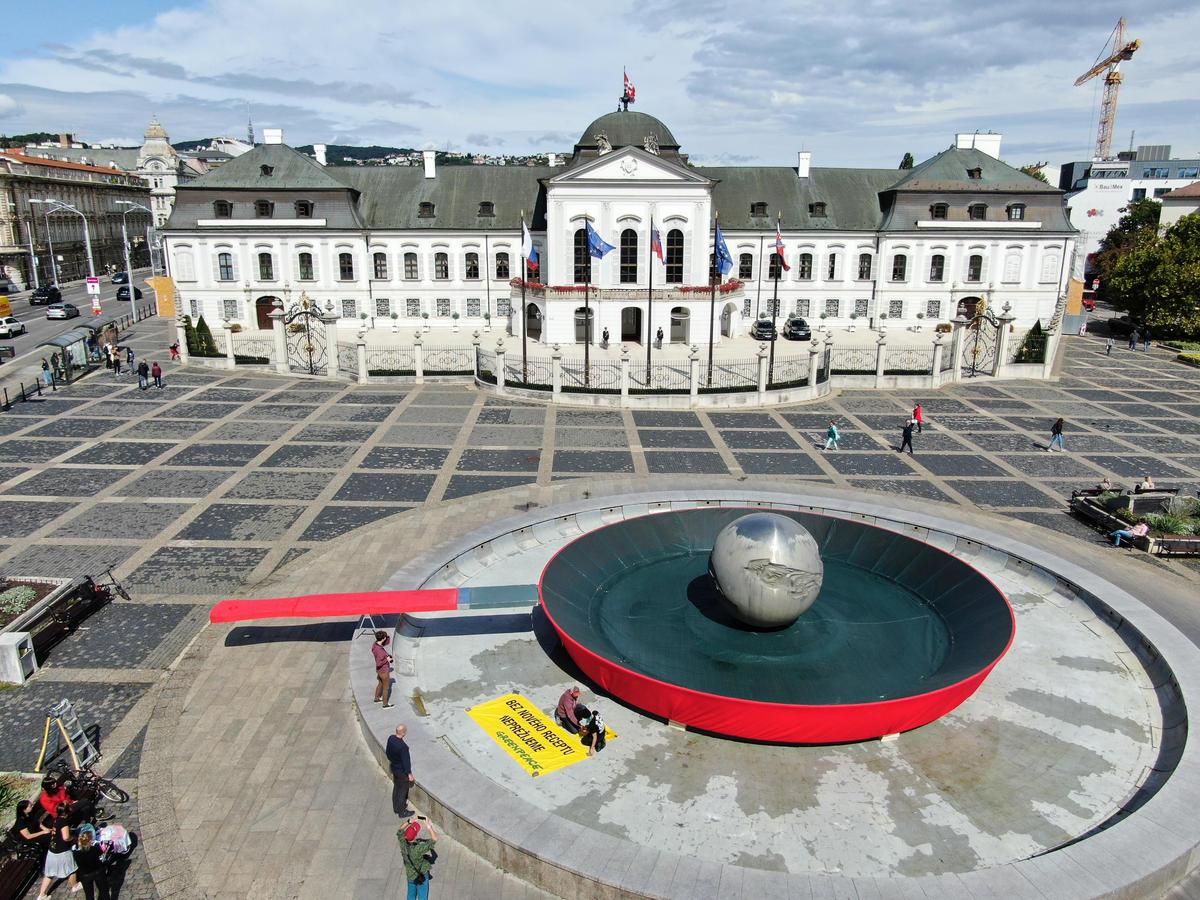 Frying Earth Action in Bratislava. © Greenpeace