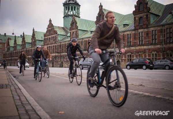 Cyklisti na uliciach v Kodani. © Chris Grodotzki / Greenpeace