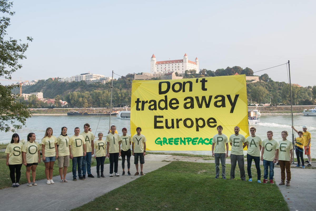 Demonstration for a Fairer and Greener Europe at EU Summit in Bratislava. © Tomas Halasz / Greenpeace