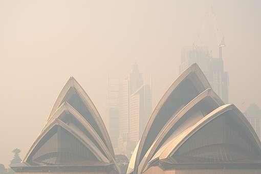 Bushfire Smoke over Sydney Harbour. © Emeran Gainville / Greenpeace