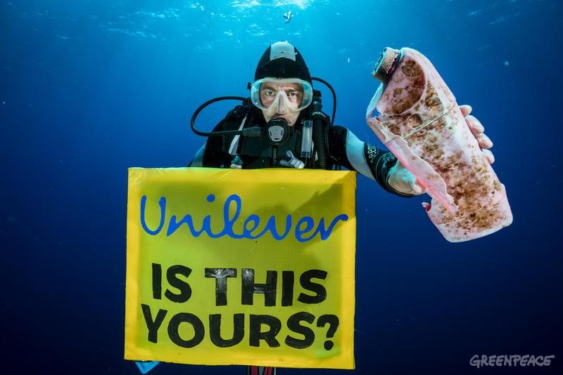 Unilever, je to tvoje? (c) Justin Hofman / Greenpeace.
