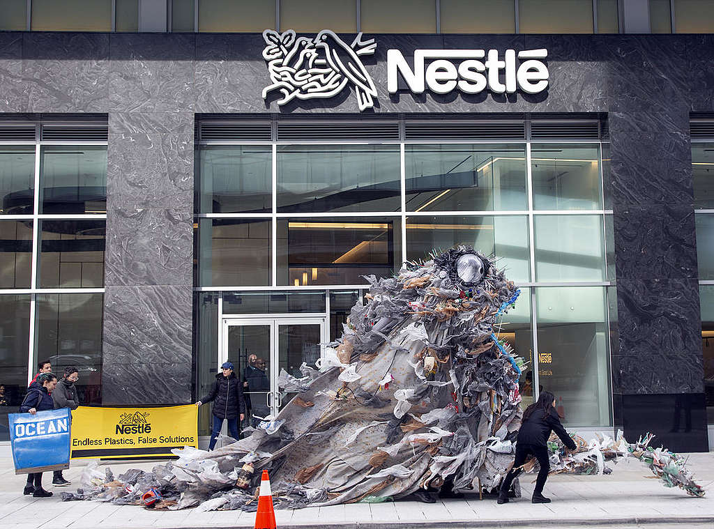 Plastična pošast je obiskala tudi Nestlé in Virginiji
