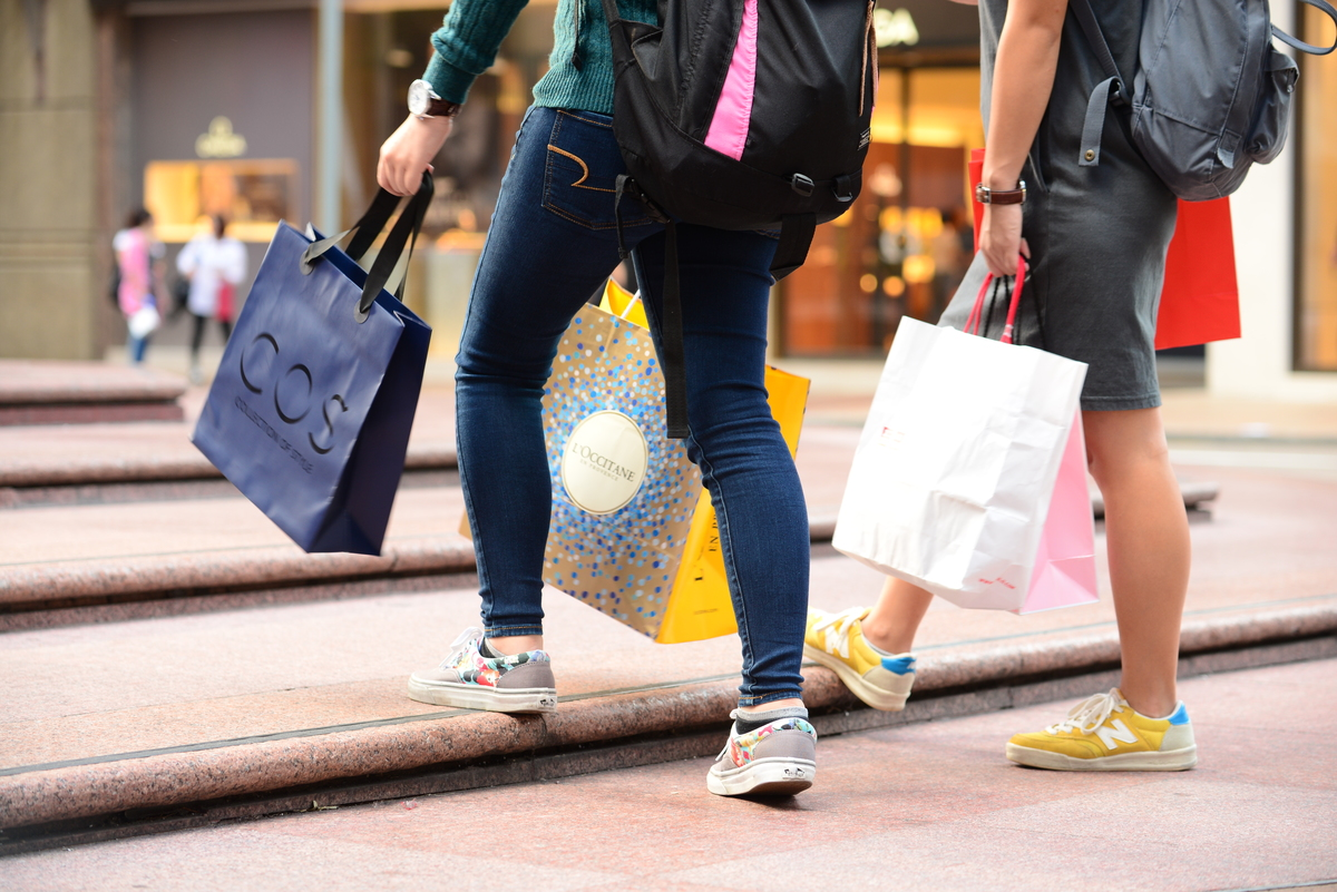 Over Consumption - Shopaholics in Hong Kong. © Sam Fong / Greenpeace