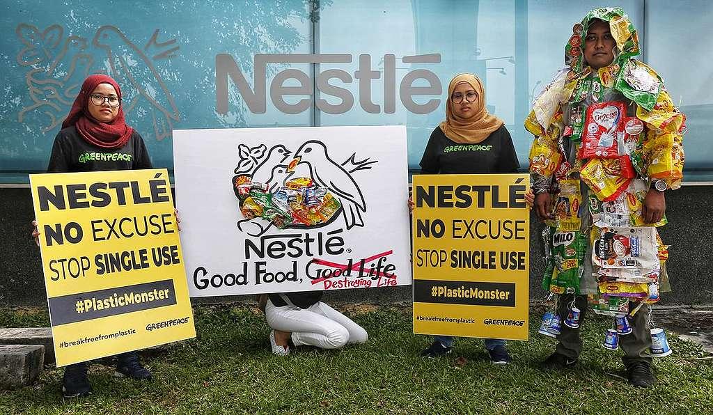 Pred sedežem Nestle v Maleziji