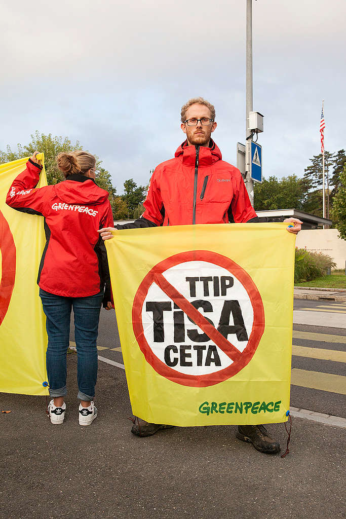 Akcija proti trgovinskim sporazumom v Švici. © Greenpeace / Ex-Press / Miriam Künzli