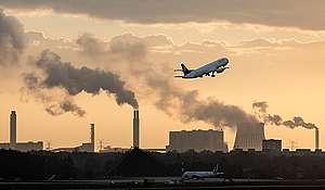 Letališče Tegel v Berlinu in tamkajšnja onesnaženost zraka. © Paul Langrock / Greenpeace