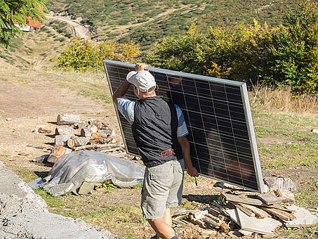 "RES Installation at ""Tuzha"" Mountain Hut in Bulgaria. © Anastas Tarpanov / Greenpeace"