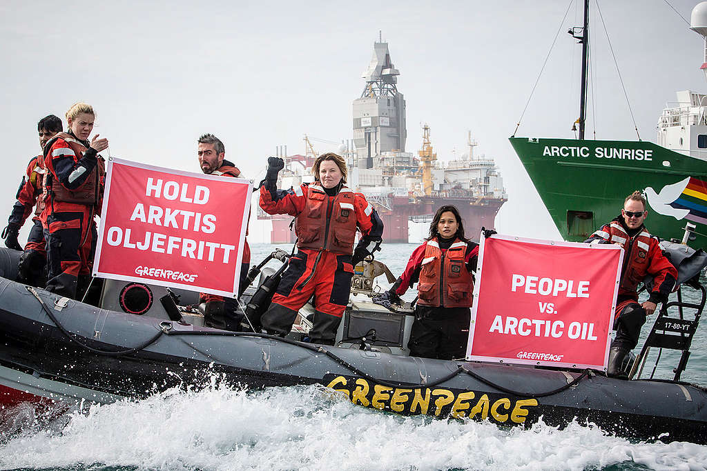 Ladja Arctic Sunrise med protestom v Barentsovem morju. © Will Rose / Greenpeace