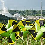 Windmills at Nuclear Plant Neckarwestheim. © Bente Stachowske / Greenpeace