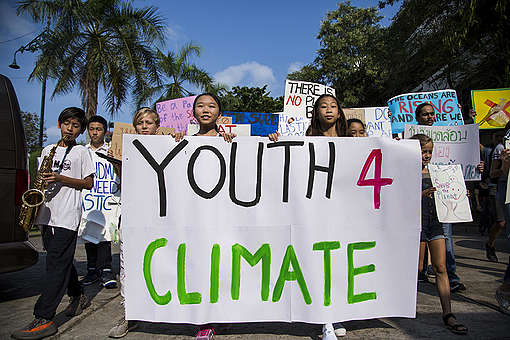 Fridays for Future Student Demonstration in Bangkok. © Biel Calderon / Greenpeace