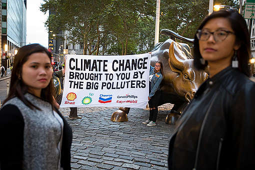 Standing Up to Big Oil and Gas on Wall Street in New York. © Michael Nagle / Greenpeace