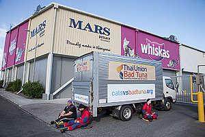 Activists Shut Down Whiskas' Factory in New Zealand. © Nigel Marple / Greenpeace