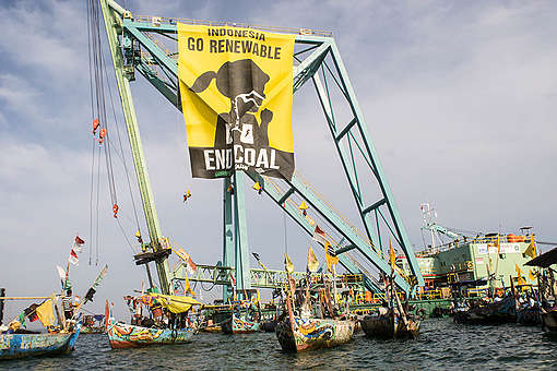 Direct Action at Batang Coal Power Plant in Indonesia. © Ardiles Rante / Greenpeace