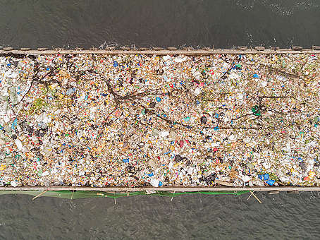 Plastic Waste Protest in Manila Bay. © Greenpeace / Arnaud Vittet