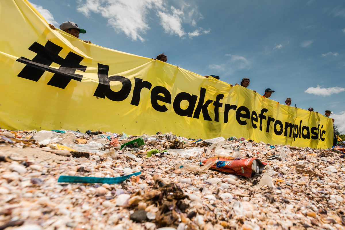 Brand Audit and Waste Audit at Freedom Island. © Jilson Tiu / Greenpeace