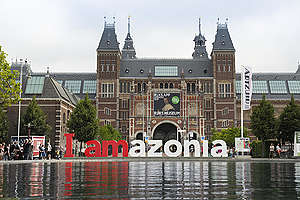 "Solidarity ""IAmazonia"" Sign in Amsterdam. © Olivier Truyman / Greenpeace"