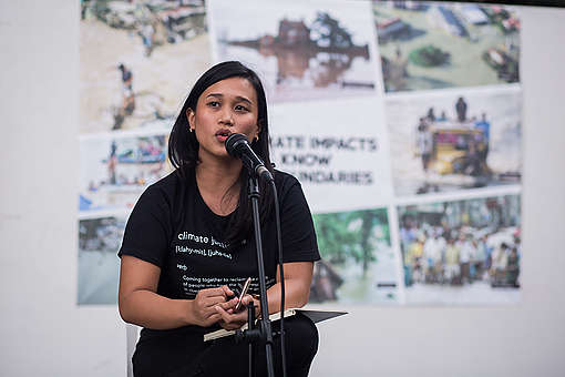 Joanna Sustento at Vigil Program at CHR Phillippines. © Geric Cruz / Greenpeace