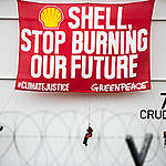 Protest at Shell Depot In Batangas. © Geric Cruz / Greenpeace