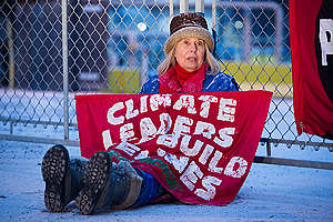 Activists Block Tar Sands Oil Pipes in the Port of Montreal. © Greenpeace