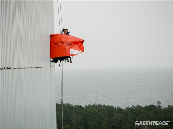 Greenpeace activist with a banner on the reactor Oskarshamn 2