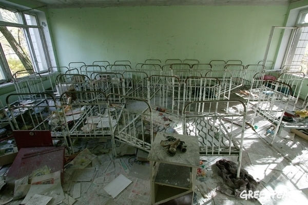 The remains of a preschool in the city of Pripyat.  © Steve Morgan / Greenpeace