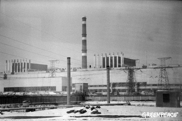 Reactor 1 and 2 at Chernobyl's nuclear power plant.  © Greenpeace / Stefan Füglister