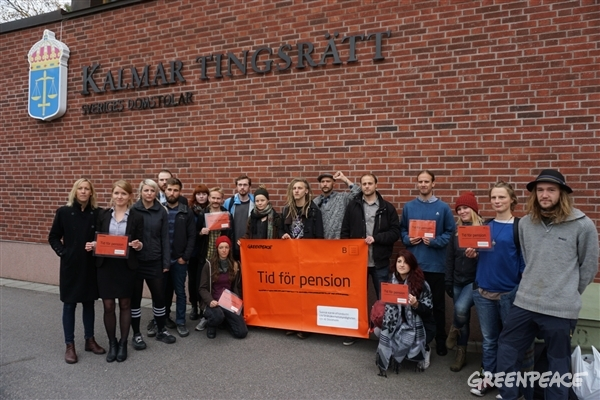 Aktivister med flera utanför Tingsrätten i Kalmar, 2015