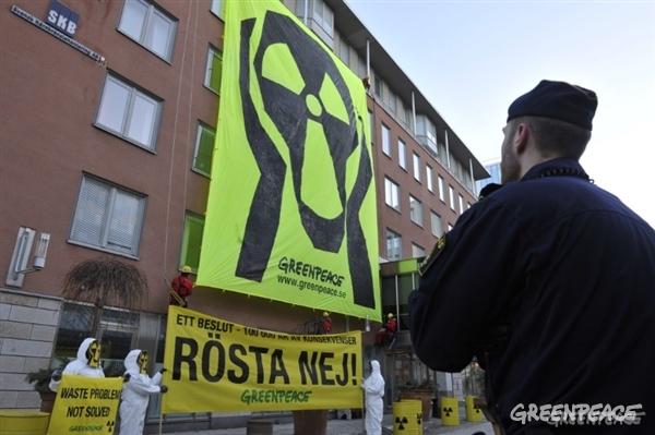 Greenpeace-aktivister protesterar mot planer på slutförvar av kärnavfall, 2011