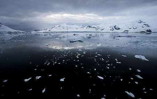 Paradise Bay in the Antarctic. © Paul Hilton / Greenpeace