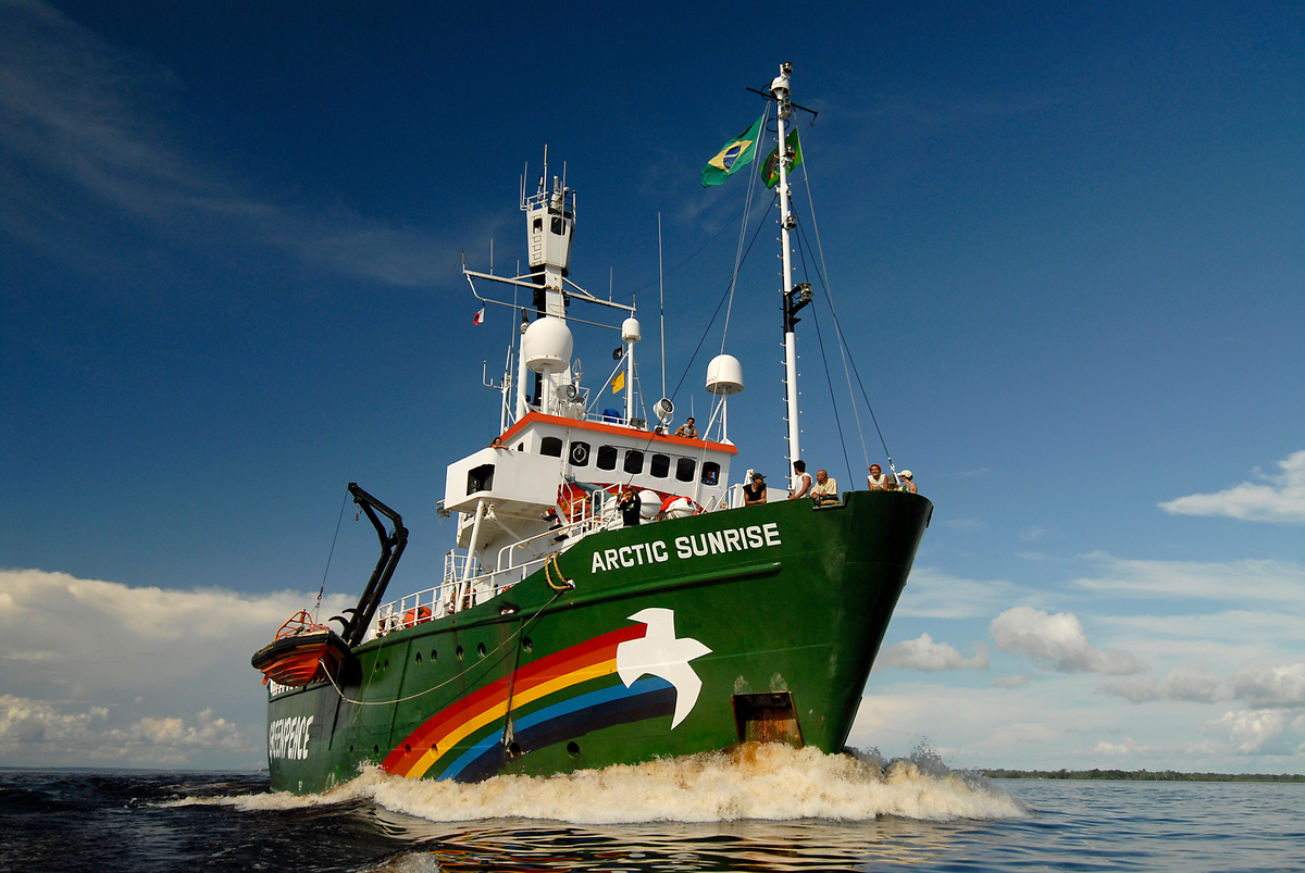 Arctic Sunrise in the Amazon off Manaus. © Markus Mauthe / Greenpeace