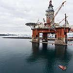 Aktivister i protest mot Lundins oljerigg på väg mot Arktis